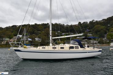 1984 Sailboat Arends 33