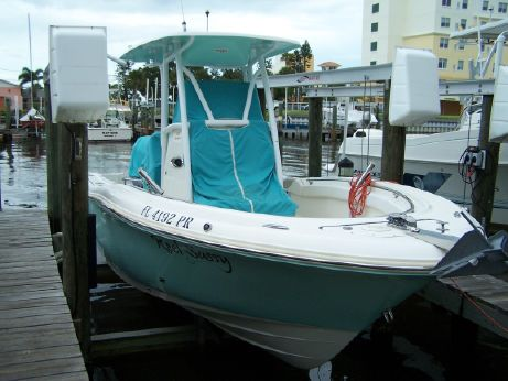 2014 Pioneer 222 Sportfish