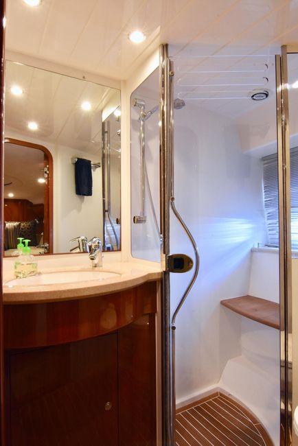 Viking Sport Cruisers V58 Master Shower