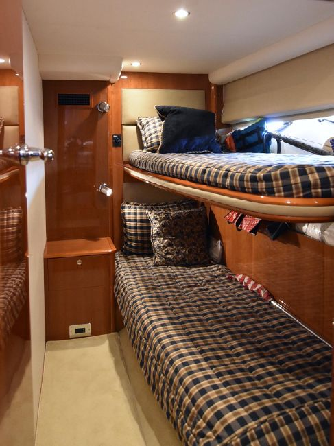 Viking Sport Cruisers V58 Guest Beds