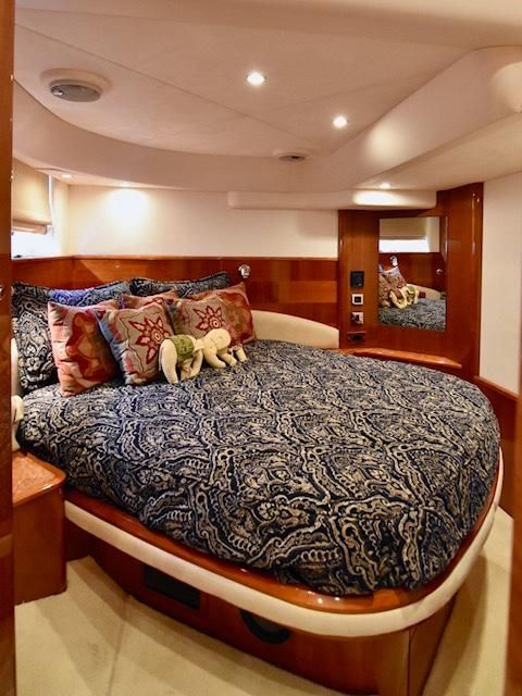 Viking Sport Cruisers V58 Yacht Master Stateroom
