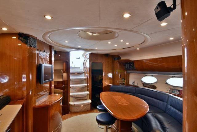 Viking Sport Cruisers V58 Interior Salon