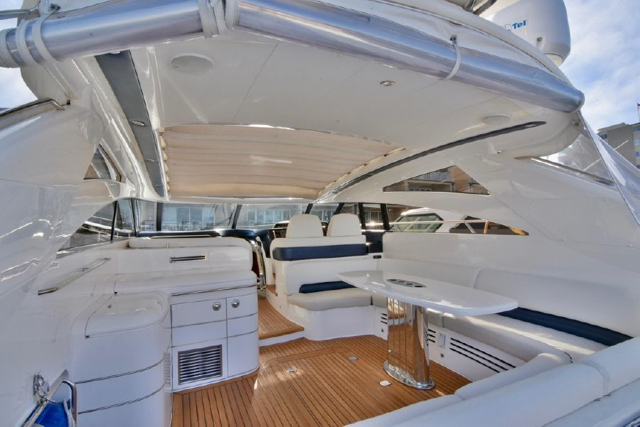 Viking Sport Cruisers V58 Yacht Retractable Sunroof
