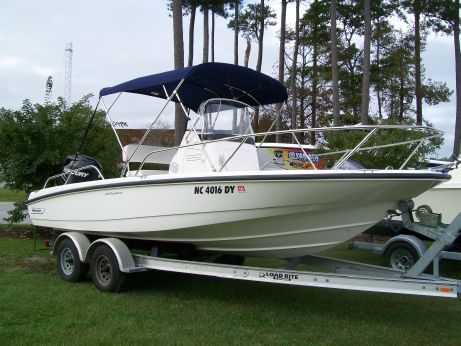 2011 Boston Whaler 200 Dauntless