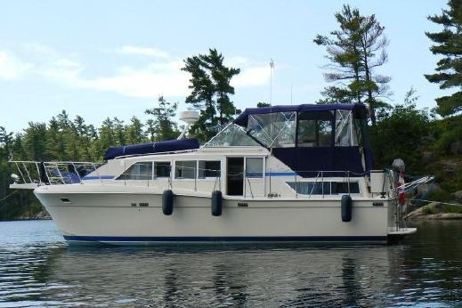1986 Chris-Craft 381 Catalina