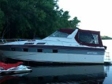 1985 Cruisers Yachts 3370 Vista