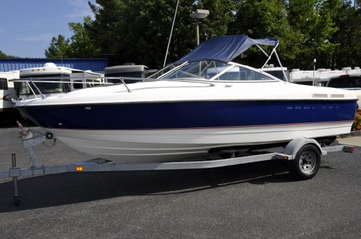 2005 Bayliner 215 Cuddy Cabin