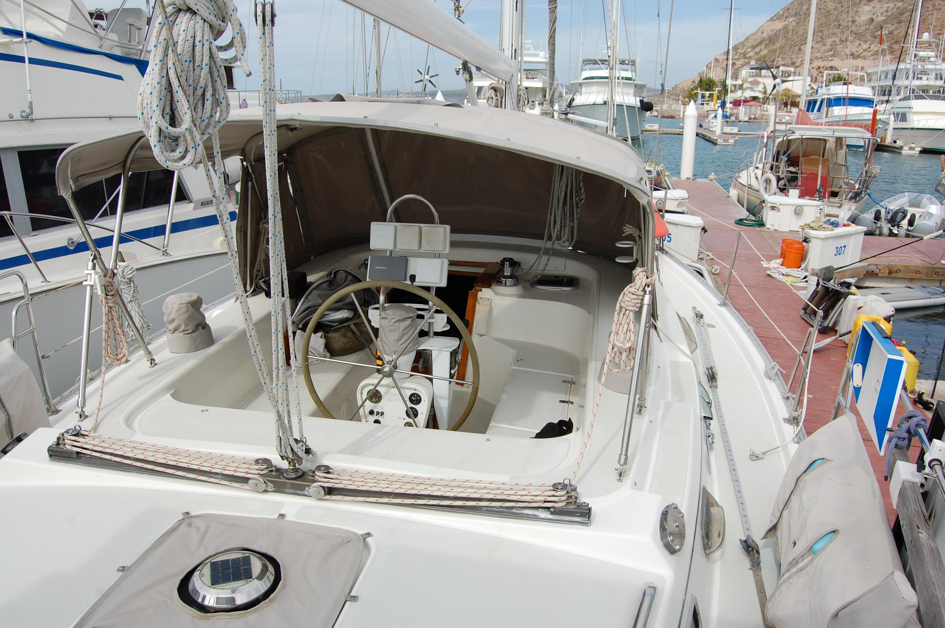 45' Catalina Morgan Center Cockpit+Photo 12