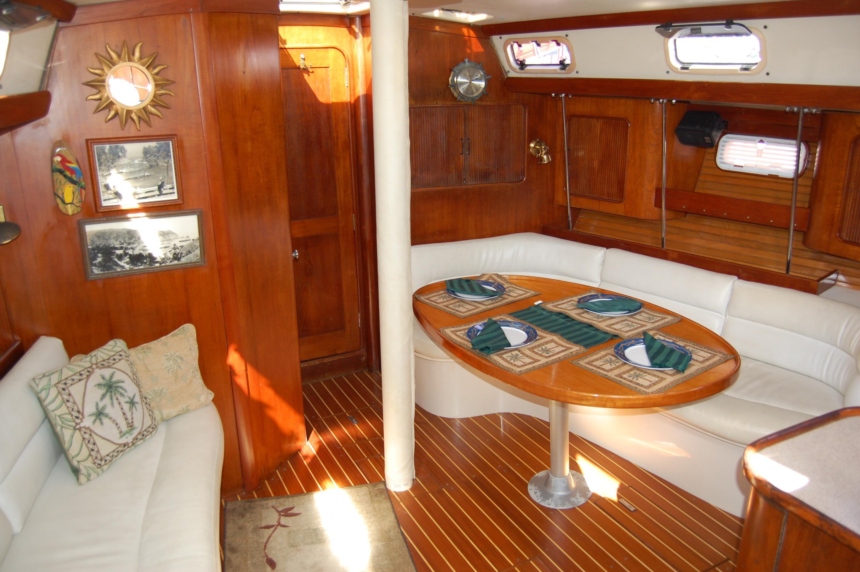45' Catalina Morgan Center Cockpit+Photo 23