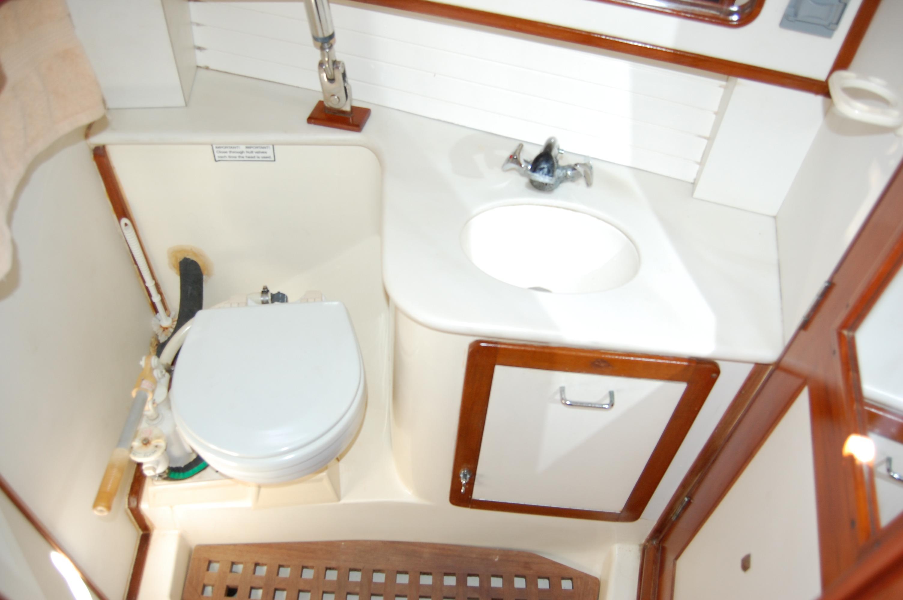 45' Catalina Morgan Center Cockpit+Photo 24