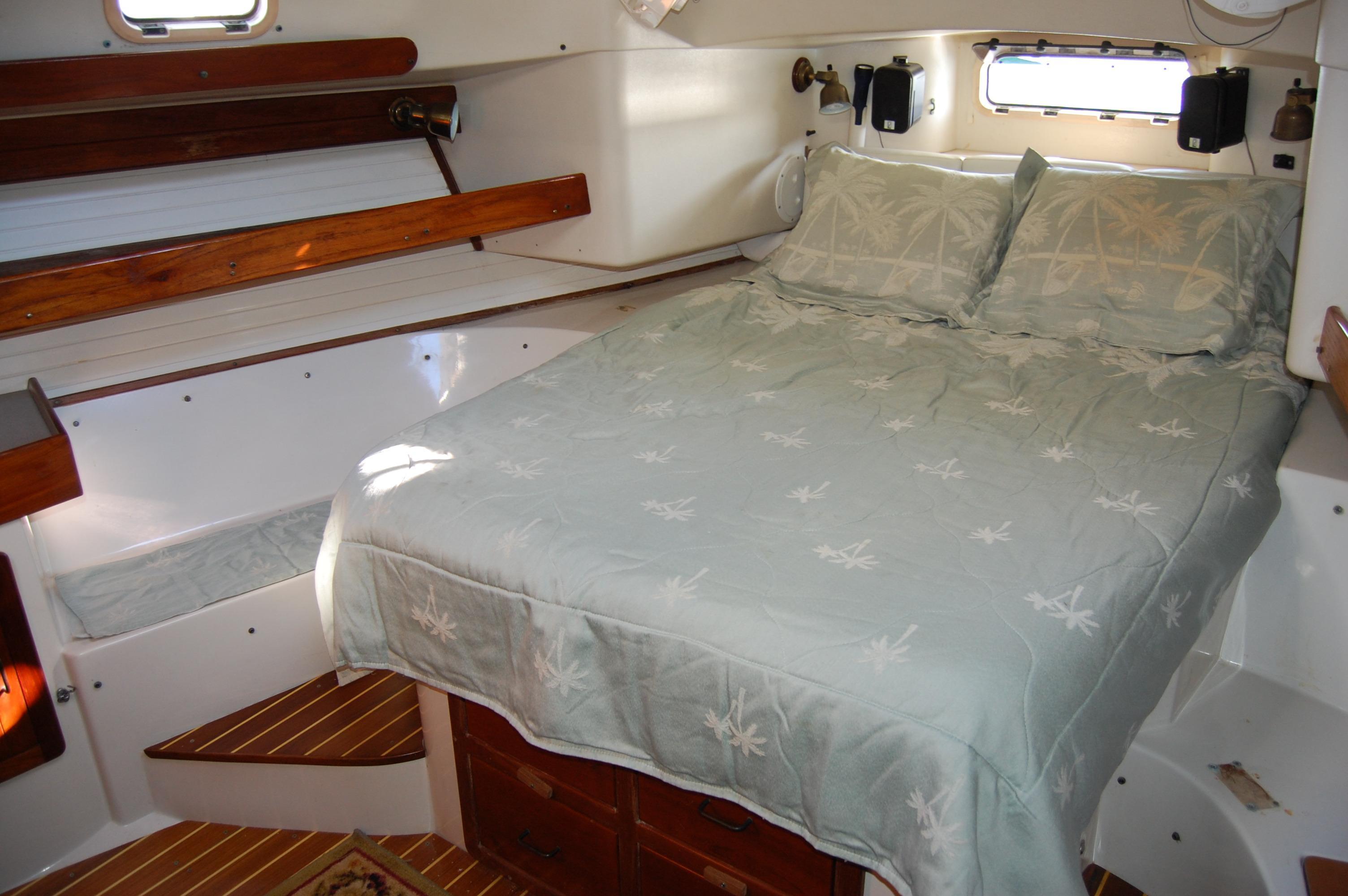 45' Catalina Morgan Center Cockpit+Photo 32