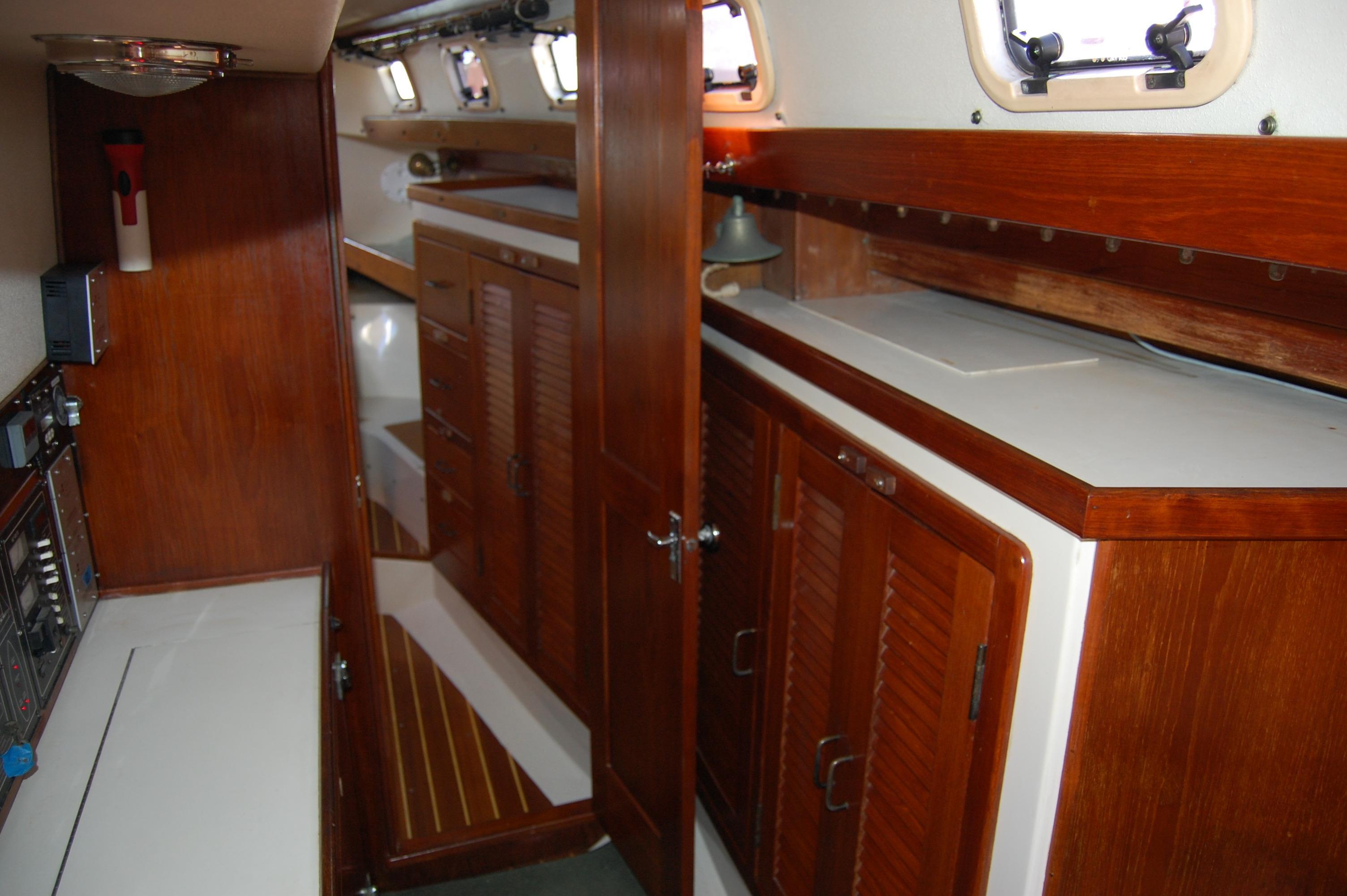 45' Catalina Morgan Center Cockpit+