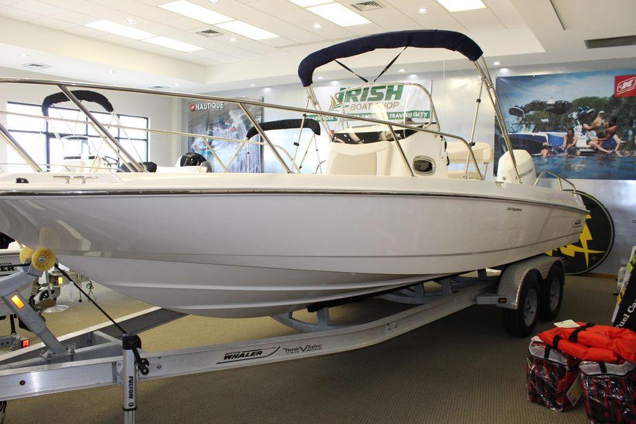 2019 Boston Whaler 240 Dauntless Power Boat For Sale - www