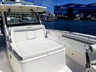 thumbnail photo 2: 2017 Everglades 435 Center Console