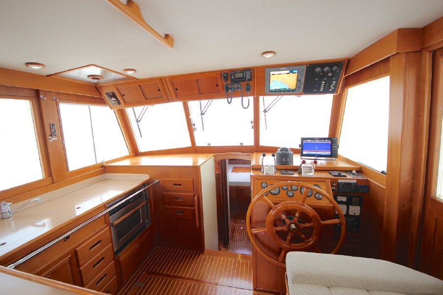 Grand Banks 42 Europa Helm Station