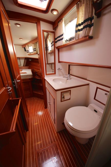 Grand Banks 42 Europa Head Compartment