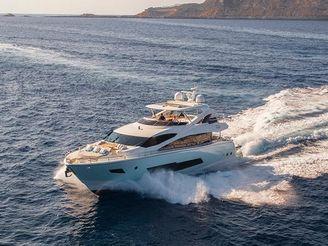 thumbnail photo 0: 2015 Sunseeker 86 Yacht