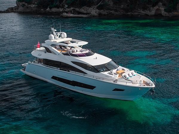 Mobili nautici e carabottini in teak per yacht e superyacht