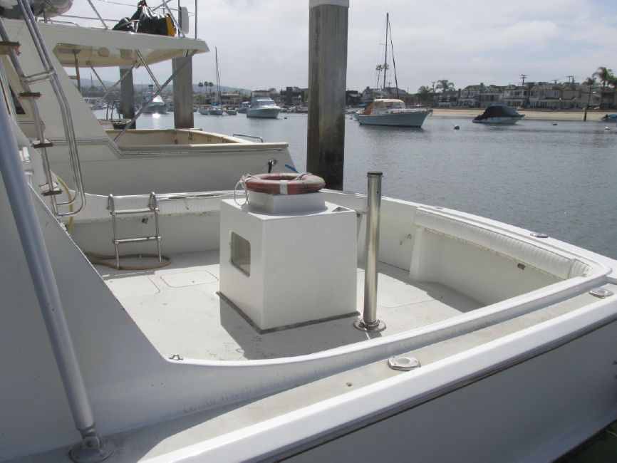 1979 Hatteras 53 Convertible Cockpit Baitwell