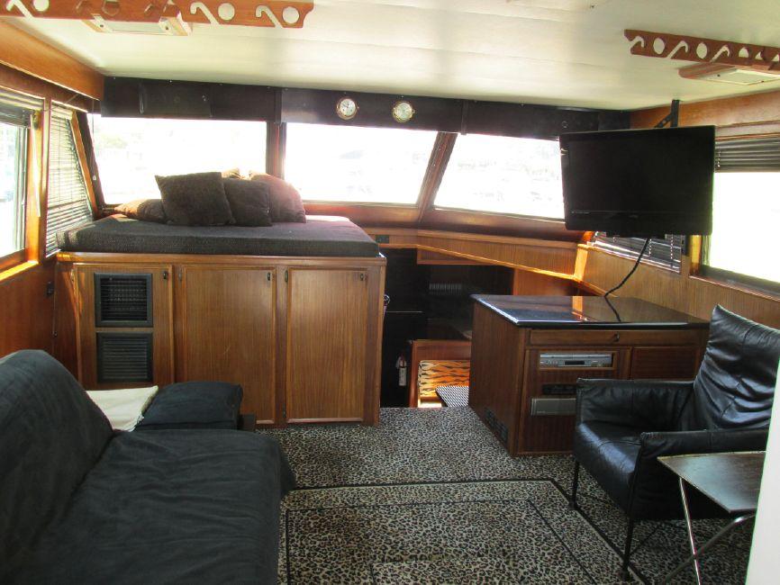 1979 Hatteras 53 Convertible Sportfisher Salon Interior