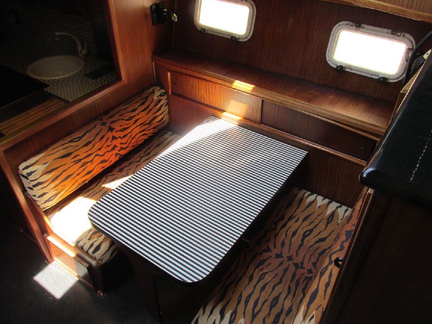 1979 Hatteras 53 Convertible Sportfisher Galley Table