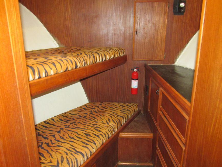 1979 Hatteras 53 Convertible Sportfisher Vberth Beds