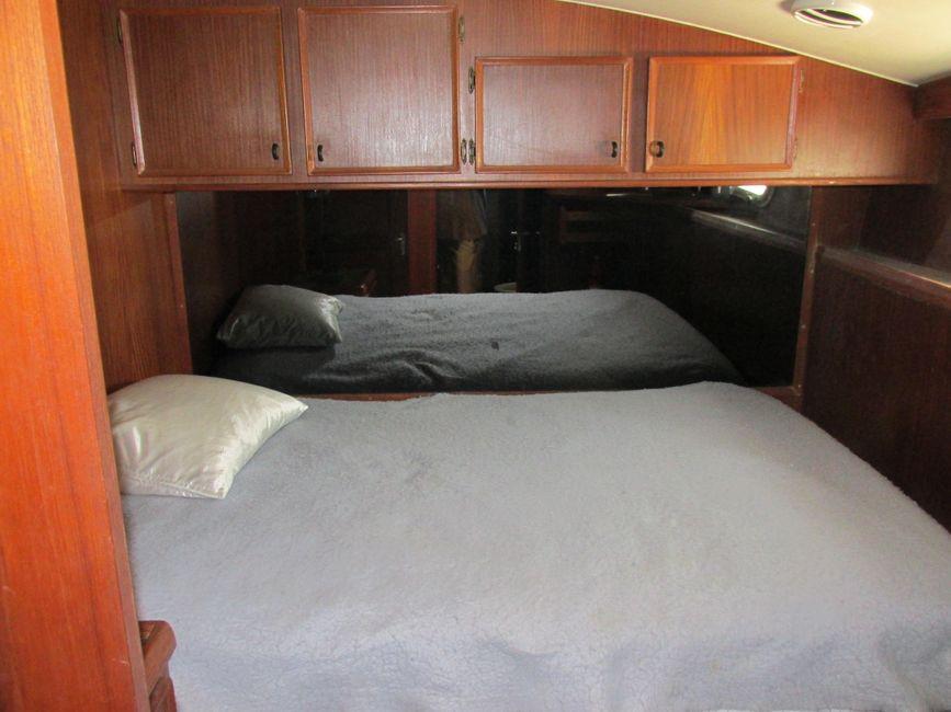 1979 Hatteras 53 Convertible Sportfisher Master Stateroom