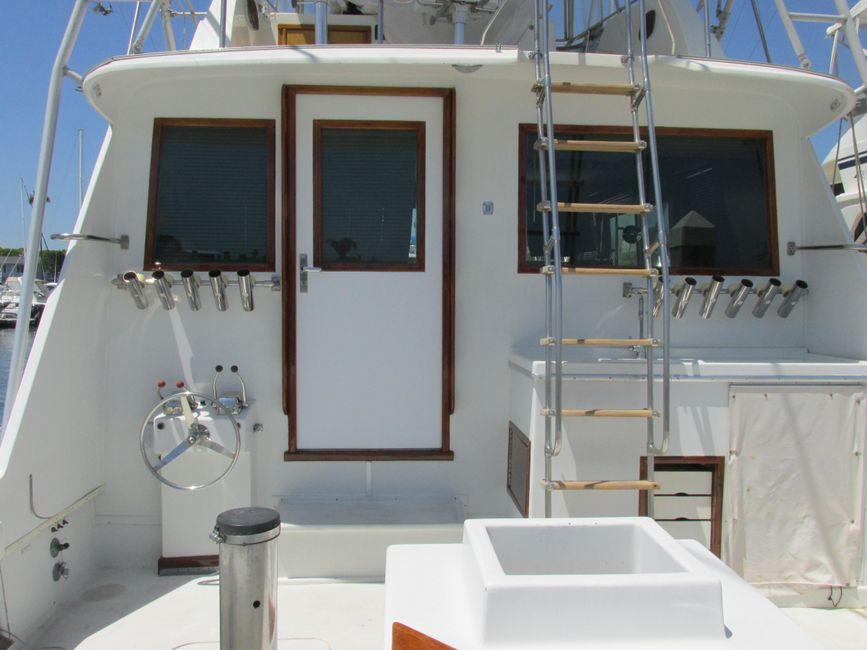Hatteras 53 Convertible Sportfisher Cockpit