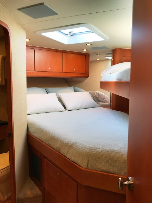 Donzi Z65 Tournament Sportfisher Guest Bed
