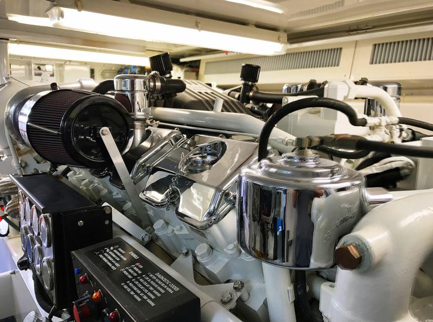 Donzi Z65 Tournament Sportfisher Diesel Engine