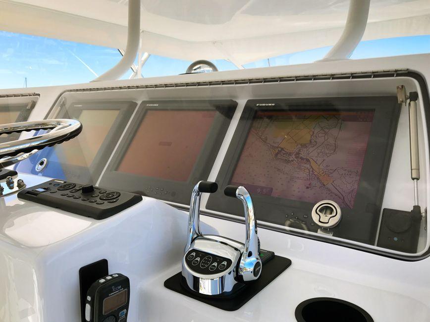 Donzi Z65 Sportfisher Flybridge Helm Electronics