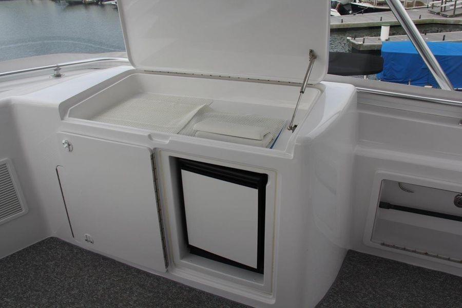 Donzi Z65 Tournament Sportfisher Flybridge Food Preparation