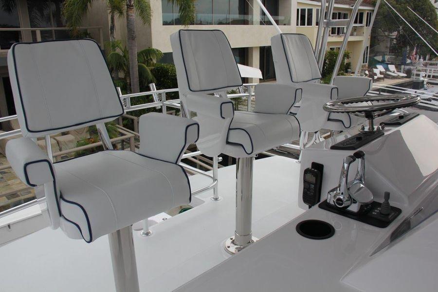 Donzi Z65 Sportfisher Flybridge Captain Chairs