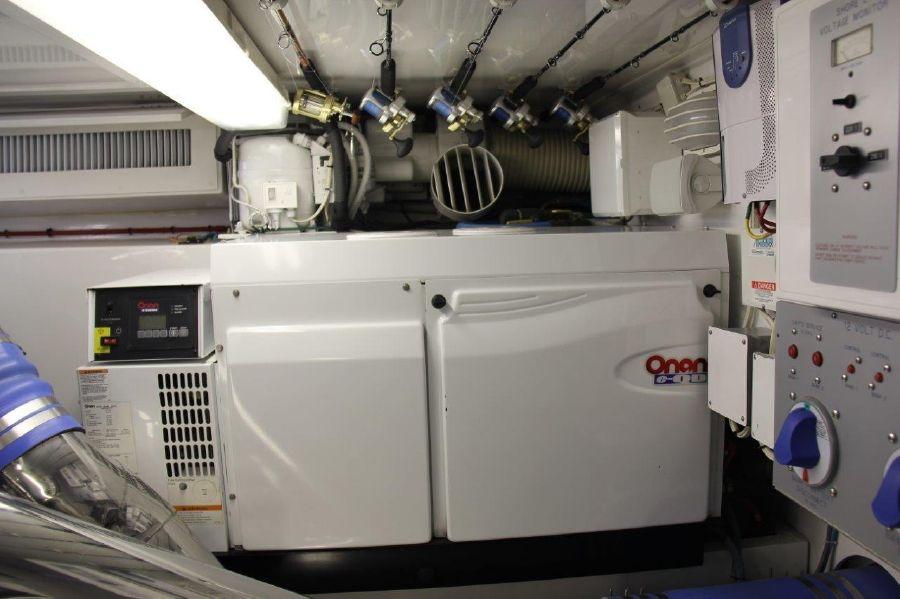 Donzi Z65 Tournament Sportfisher Onan Generator