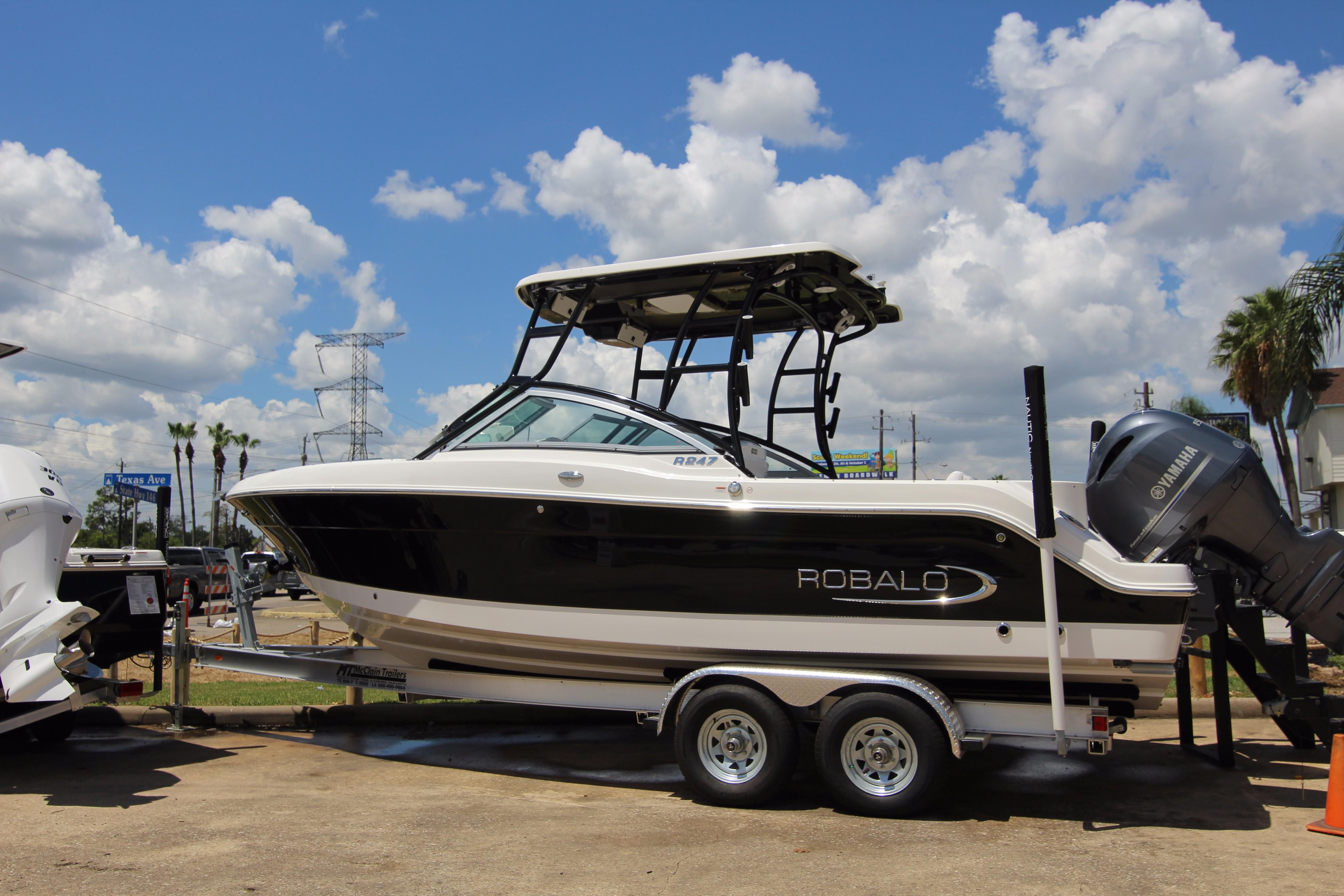 2018 robalo r247 dual console power boat for sale www for Robalo fish in english