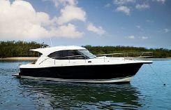 2016 Riviera 3600 Sport Yacht