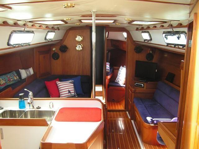 Freedom Yachts 40/40 Salon Interior