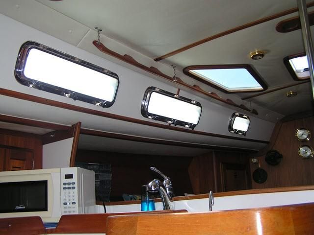 Freedom Yachts 40/40 Ceiling Interior