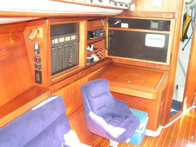 Freedom Yachts 40-40 Salon Seating