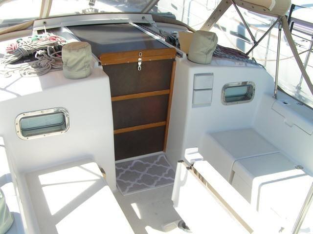 Freedom Yachts 40-40 Salon Entrance