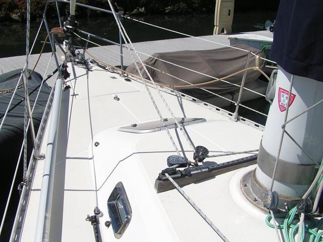 Freedom Yachts 40/40 Bow