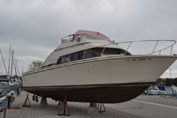 1985 Bertram 30 Flybridge Power Boat For Sale