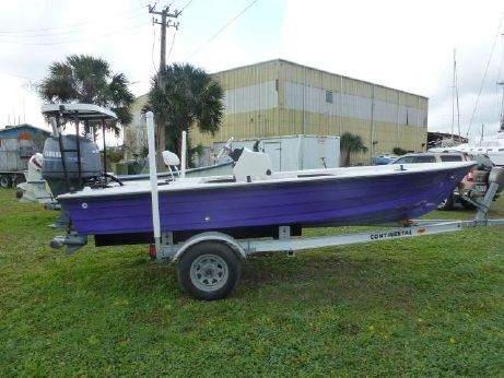 1999 Hewes 18' Redfisher