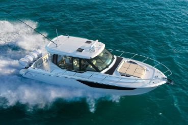 2020 Boston Whaler 405 Conquest