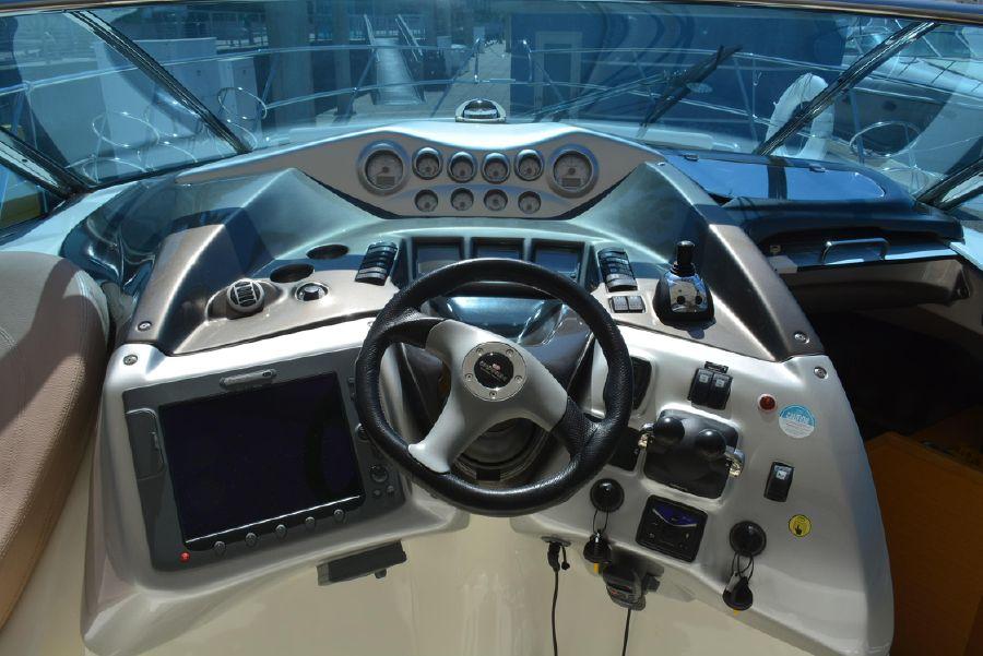 Cranchi 43 Mediteranee 43 Open Helm Controls