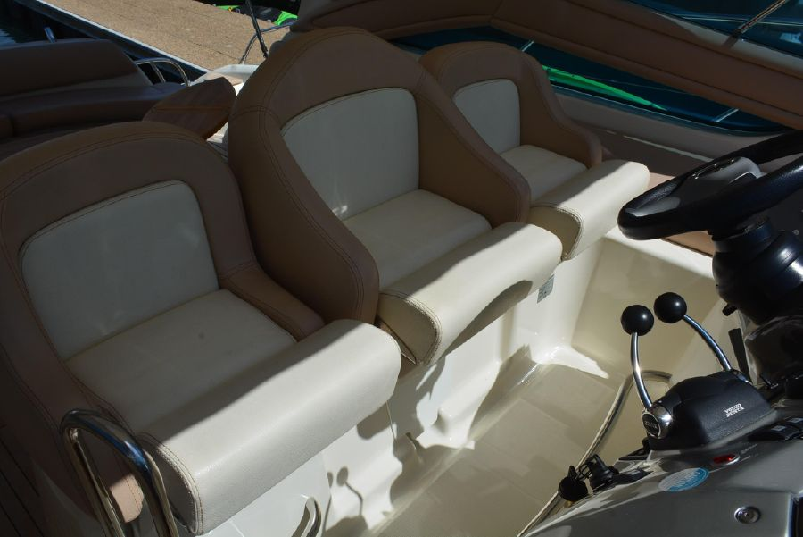 Cranchi 43 Mediterranee Open Helm Seats