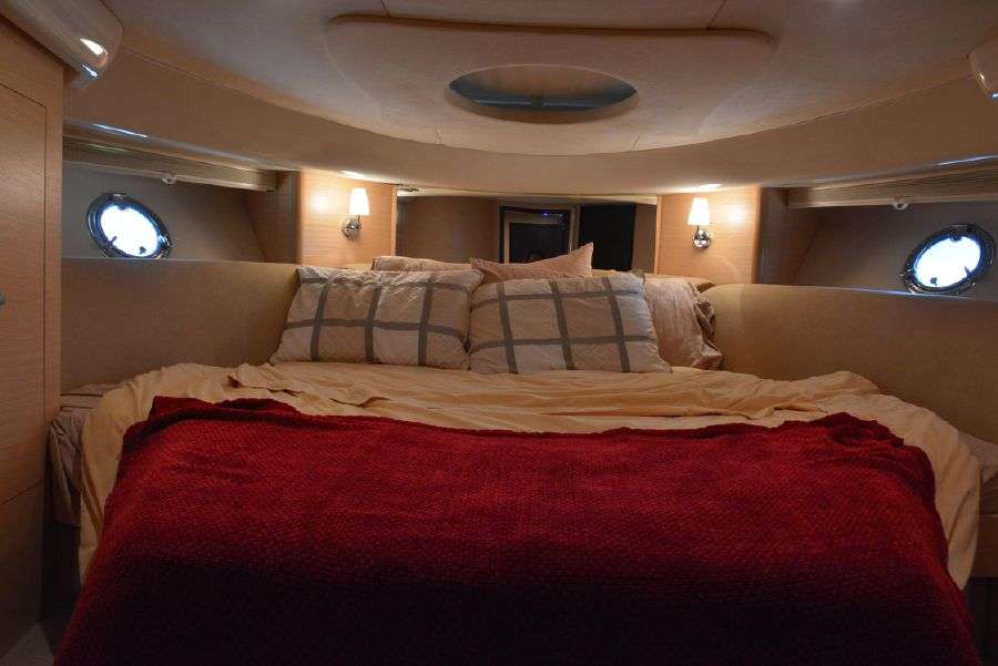 Cranchi Mediterranee 43 Open Guest Cabin