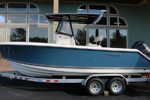 2014 Pursuit 230 Center Console