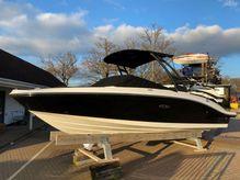 2020 Sea Ray 210 SPXE
