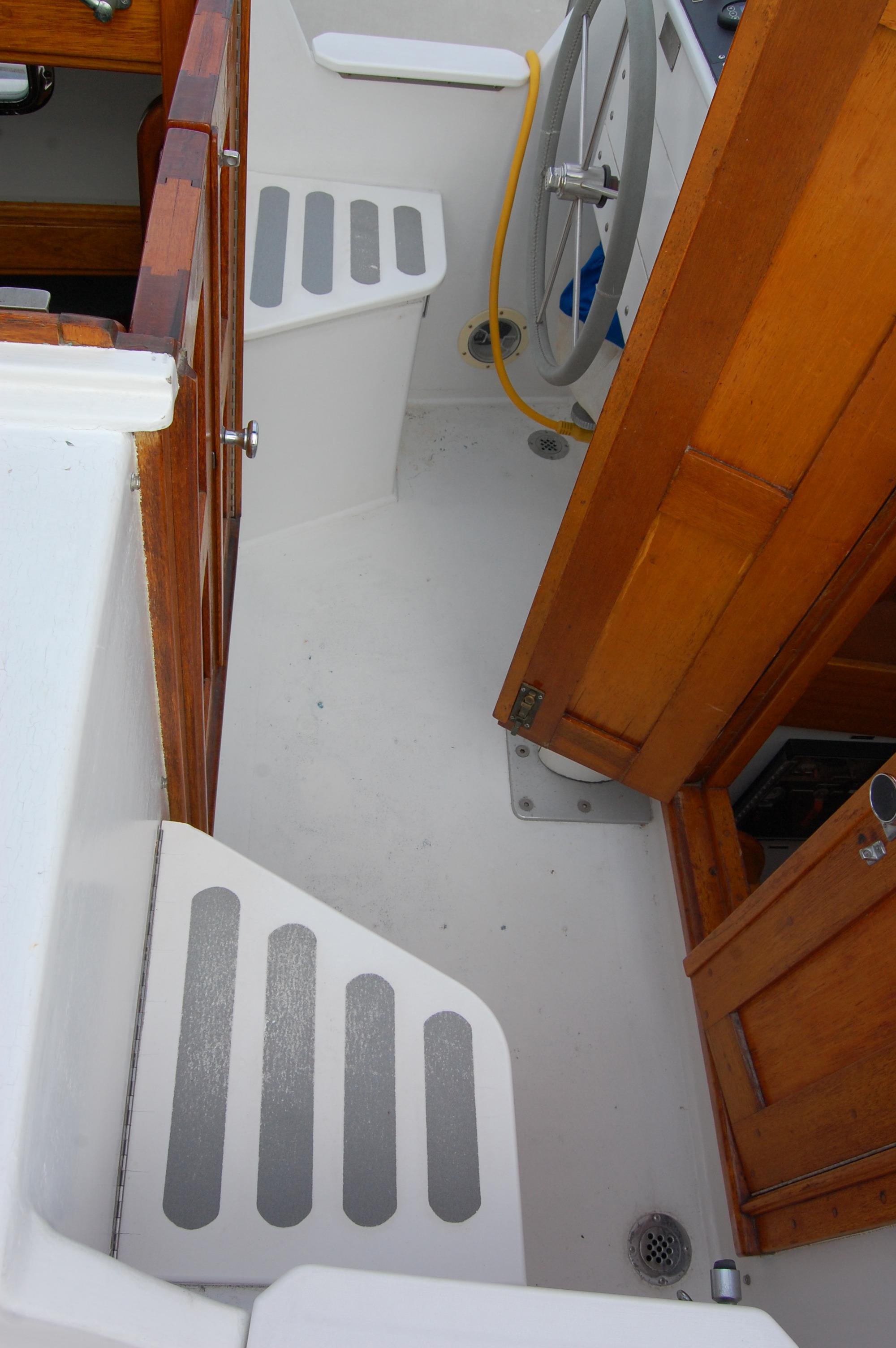 44' Custom C-Smoke Ferrocement Ketch+Deck storage